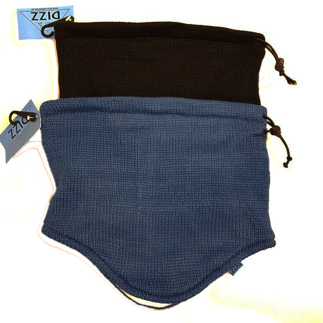 Knitted shawl with fleece within 2/ass. black and blue